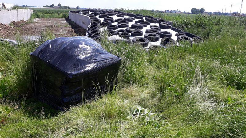 Zdjęcie zostało wykonane w trakcie realizacji zlecenia z okolicy gminy Lesznowola. Właściciel nieruchomości zlecił nam odbiór azbestu z terenu swojej nieruchomości. Materiały budowlane zawierające azbest były już odpowiednio przygotowane do transportu. Przed przystąpieniem do odbioru azbestu, nasi pracownicy dodatkowo oznakowali paletę etykietą